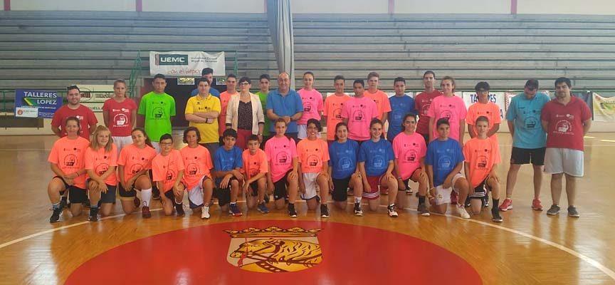 Treinta jóvenes han participado en el Programa Especialízate de baloncesto en Cuéllar