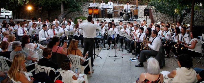 La Banda Municipal de Música llenó con sus ritmos el jardín de las Tenerías