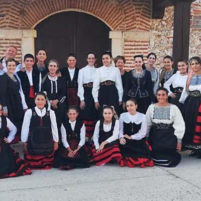 Navalmanzano celebra su II Encuentro Folclórico con grupos de Turégano, Veganzones y el grupo local