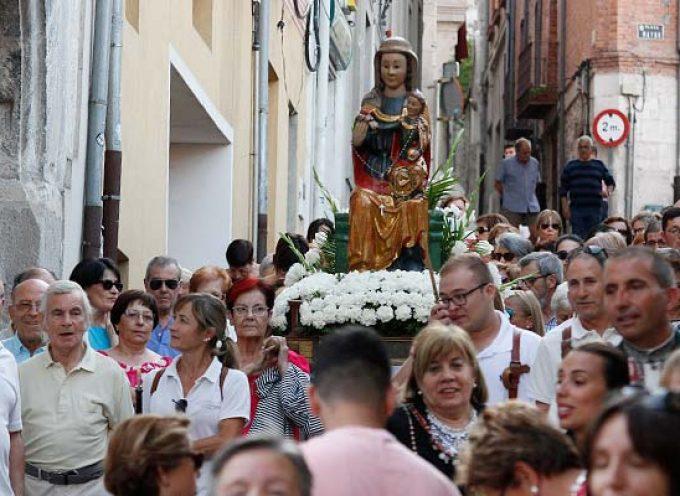 Danzas y vivas a la Virgen del Rosario en su traslado a la capilla de Santo Tomé