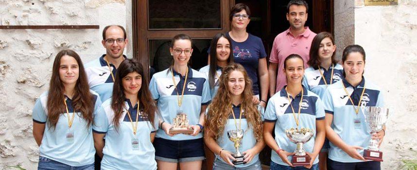 """El Ayuntamiento reconoce la """"brillante temporada"""" de las chicas del FS Autoescuela El Pinar & El Henar"""