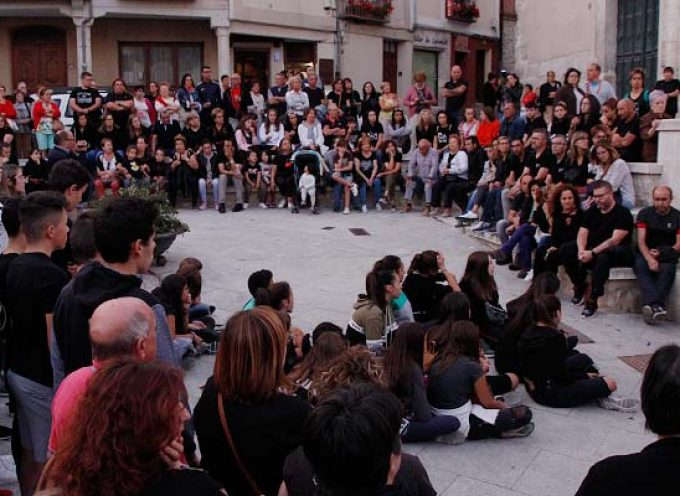 Más de trescientos alumnos y vecinos mostraron su apoyo a los profesores de la Escuela Municipal de Música