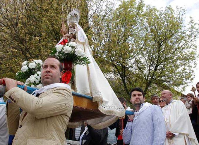 La Virgen de La Palma recorre en procesión las calles de El Salvador