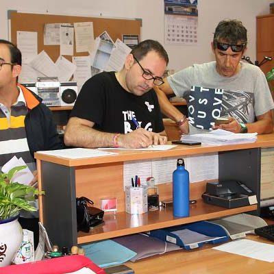 Padres y alumnos de la Escuela de Música presentan 2.176 firmas en apoyo al profesorado del centro