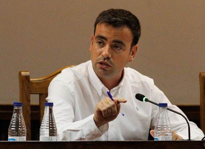 """El alcalde de Cuéllar acusa al PP de """"disparar de un lado a otro para ver si hacen blanco""""."""