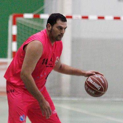 Cuéllar Basket ganó por 32 puntos a Tudela y mantiene el liderato de la liga BasketVall