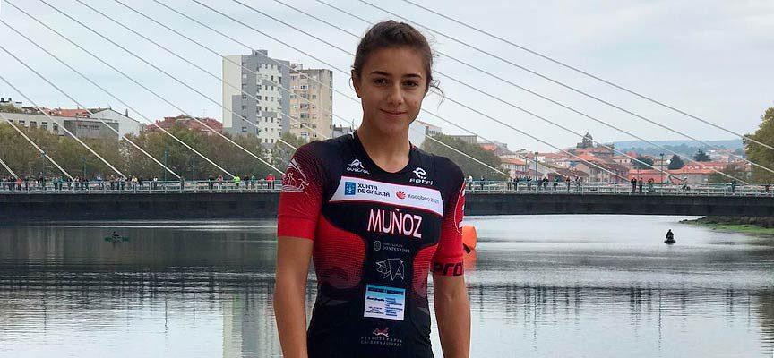 La Federación Regional de Triatlón reconoce con una insignia de plata la gran temporada de Marina Muñoz