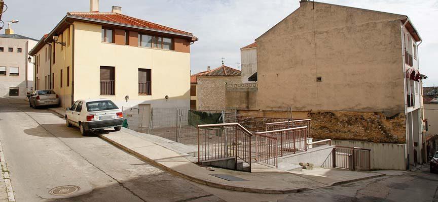 El Ayuntamiento elabora las bases para el alquiler de las plazas de garaje de Niñas Huérfanas