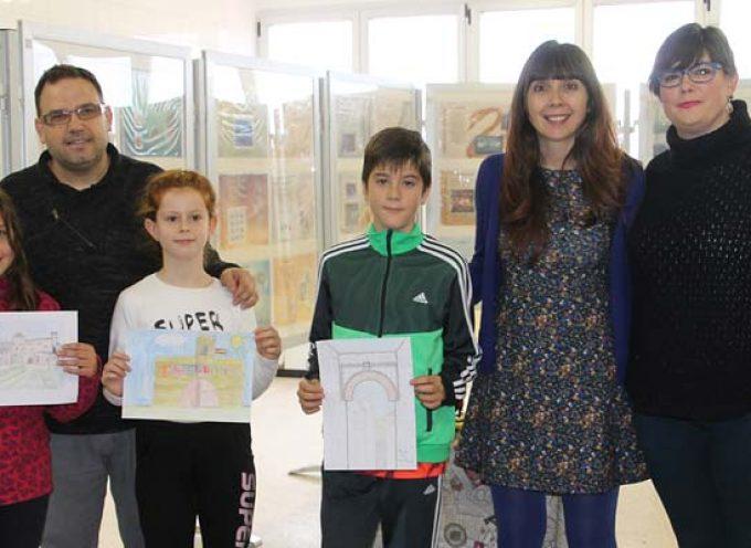 El colegio San Gil acoge una exposición y actividades con los sellos como protagonistas