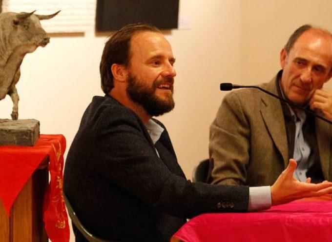 Francisco Apaolaza acercó a los aficionados la labor de la Fundación del Toro de Lidia