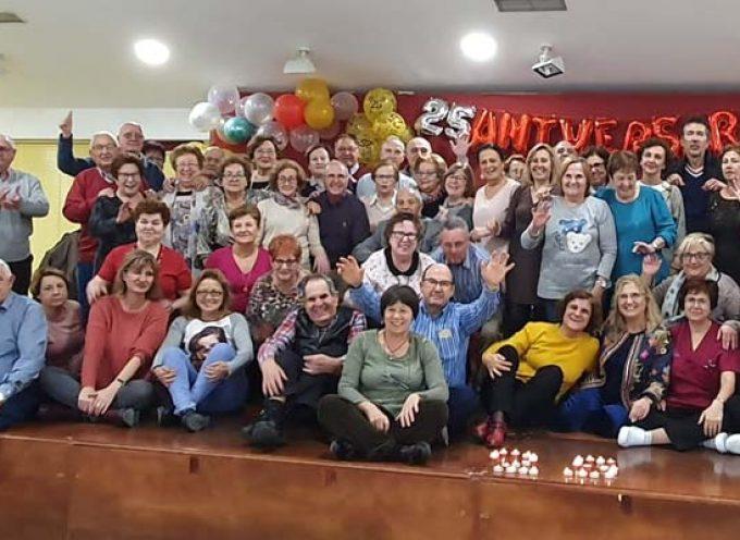 Trabajadores y usuarios festejan el 25 aniversario del Centro de Día