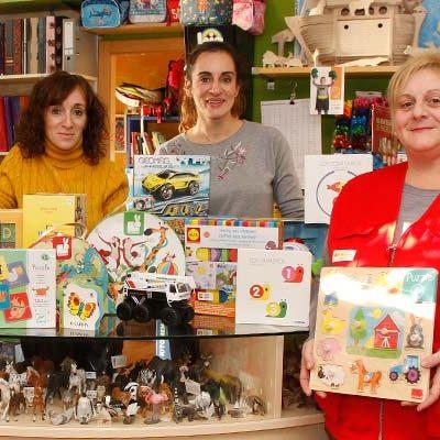 Cruz Roja recibe una nueva donación de juguetes de la juguetería `El Pais de Jauja´