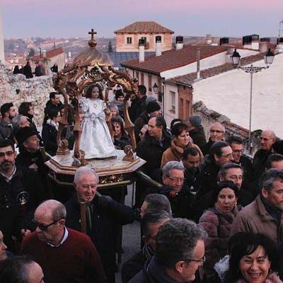 Ritmos tradicionales acompañaron al Niño de la Bola en su procesión del Día de Reyes