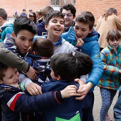 Carrera solidaria, abrazos y música en los colegios en el `Día de la Paz y la no violencia´