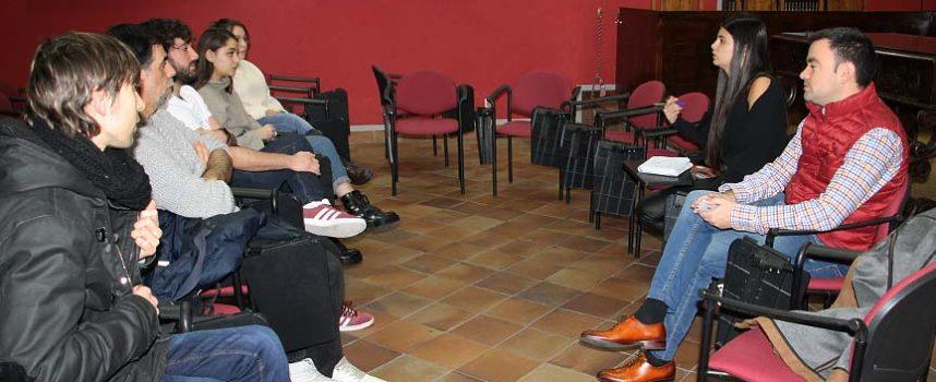 Mejoras en las pistas deportivas, el carnaval y las fiestas centraron las propuestas de los jóvenes al Ayuntamiento