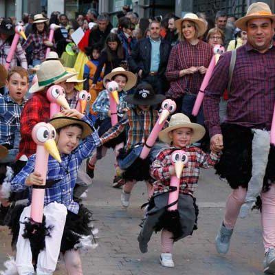 Música, colorido e ilusión en el carnaval infantil