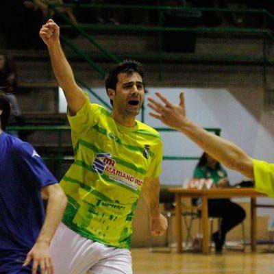 El FS Cuéllar suma su segunda victoria consecutiva en casa frente al Laskorain