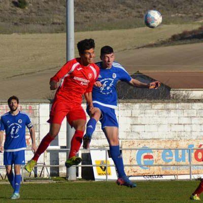 Cáceres rescata un punto para el CD Cuéllar en el descuento ante la Ayllonesa (2-2)