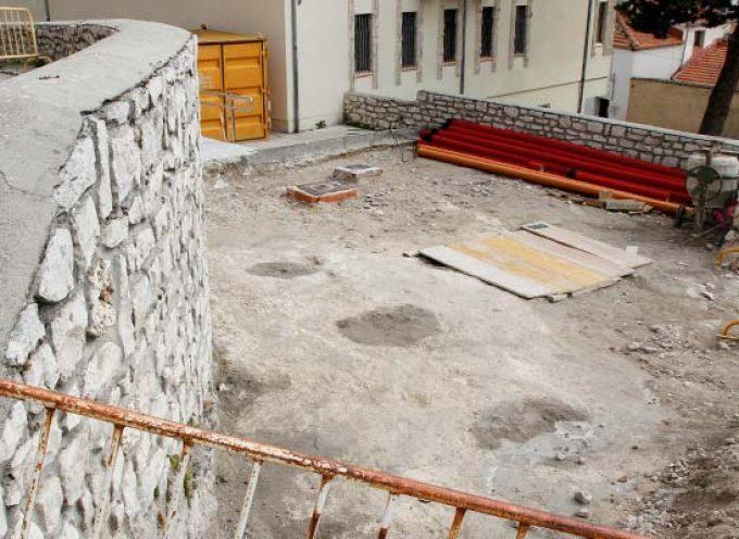 La Comisión de Patrimonio estudia los hallazgos arqueológicos realizados en marzo en la plaza del Campo de Cuéllar