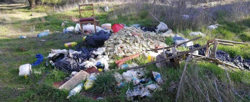 El área de Juventud de IU organiza una recogida de residuos en el entorno de Cuéllar