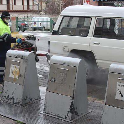 La comarca desarrolla tareas de limpieza y desinfección en sus calles y mobiliario urbano