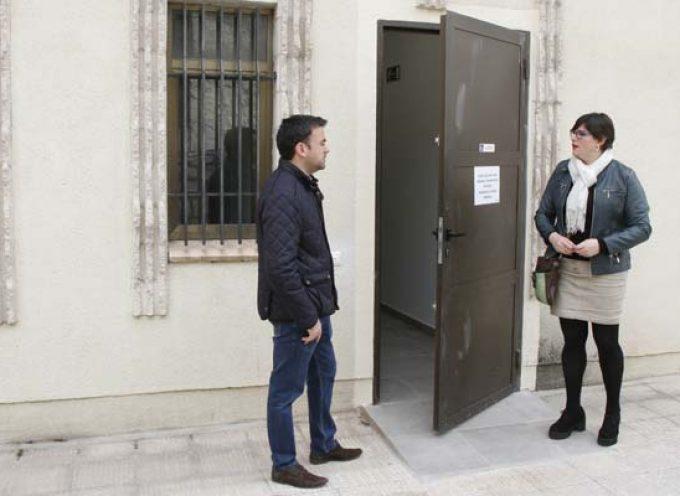 La biblioteca Cronista Herrera reabre sus puertas tras la mejora de su accesibilidad