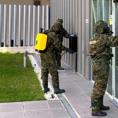 Efectivos de la Academia de Artillería de Segovia desinfectaron el centro de Fundación Personas en Cuéllar