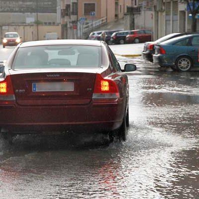 Una tormenta de lluvia y granizo provocó inundaciones en el entorno de la plaza de toros de Cuéllar