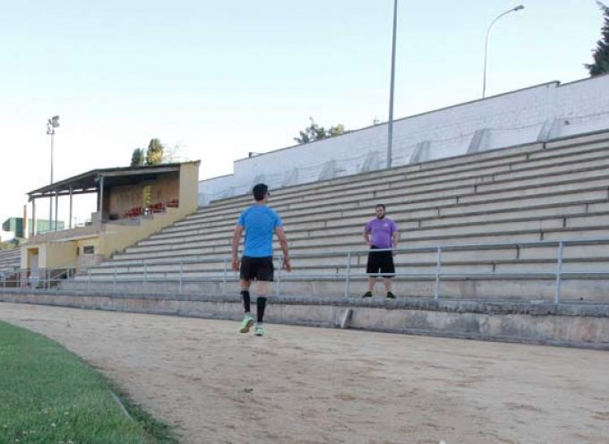 Las pistas de atletismo, tenis y pádel abrirán mañana sus puertas con cita previa