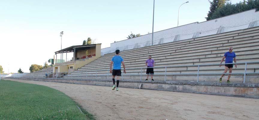 Las pistas de atletismo, tenis y pádel abrirán mañana sus puertas con cita previa