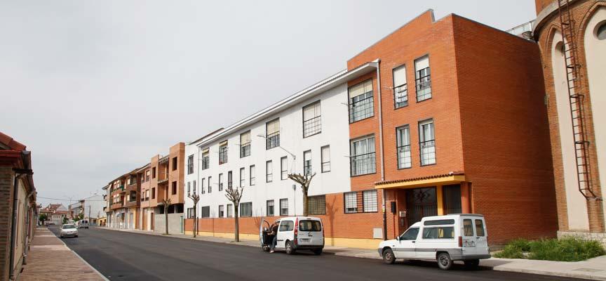 Edificio donde el Ayuntamiento arrienda una vivienda, visto desde la calle Canteras