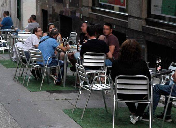 Sanidad ordena cerrar el ocio nocturno, limita a la 01.00 h la apertura de la hostelería y prohíbe fumar en público