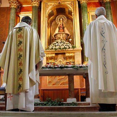 La virgen de El Henar recibe el afecto de sus devotos en su romería menos multitudinaria