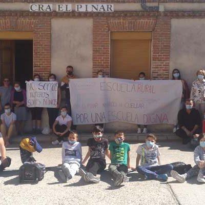 Los alumnos de Narros de Cuéllar no inician el curso en protesta por la reducción del profesorado