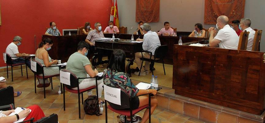 Imagen del pleno celebrado en el Ayuntamiento de Cuéllar en julio de 2020.   Foto: Gabriel Gómez  