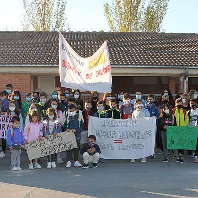 Los padres del colegio de Gomezserracín protestarán el lunes ante la Dirección Provincial de Educación por un docente más
