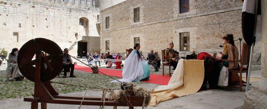 Paris & Elena, `sí quiero´ medieval en el Castillo de Cuéllar