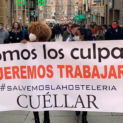 Los hosteleros cuellaranos han llevado a las calles de Segovia sus demandas