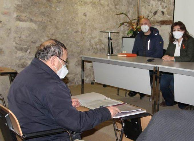 Vecinos de Escarabajosa de Cuéllar transmiten a Marta Sanz su rechazo a la planta de residuos de construcción