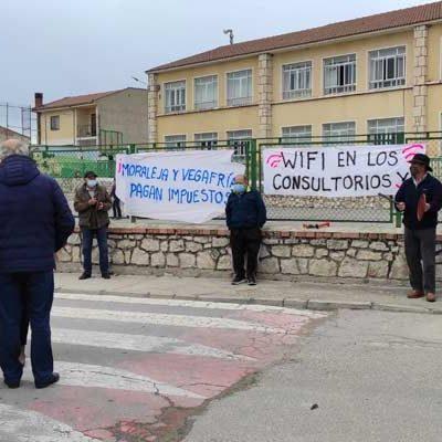 Cacerolada para demandar al Ayuntamiento de Olombrada wifi en los consultorios médicos de Moraleja y Vegafría