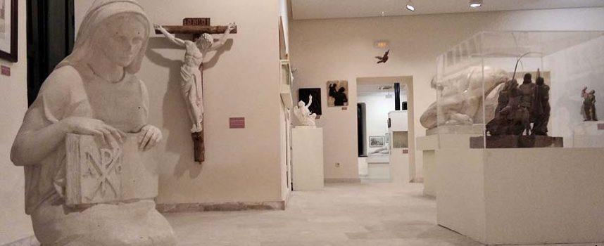 Aguilafuente reabre la renovada exposición permanente del escultor Florentino Trapero