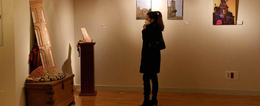 La exposición 'Puntos de Art-ista' muestra la visión de monumentos y espacios cuellaranos de artistas locales