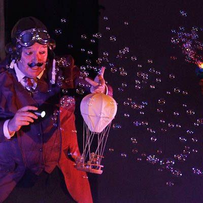 """El profesor Notorius aterrizó en Cuéllar con """"el espectáculo más pequeño del mundo"""""""
