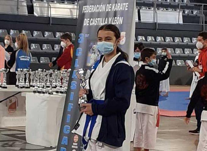 La cuellarana Patricia Suárez logra una medalla de oro en el Campeonato de Castilla y León de Kárate