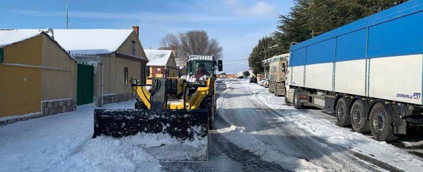 Continúa en Cuéllar la limpieza de calles y de los accesos al municipio