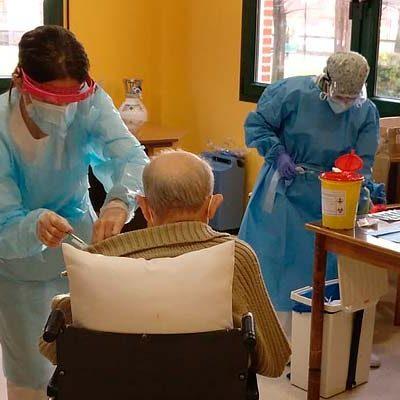 Los residentes de El Alamillo han sido los primeros en recibir la vacuna de la COVID-19 en Cuéllar