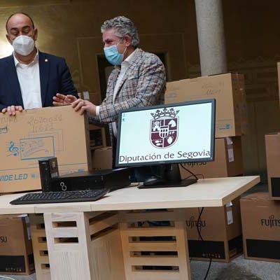 La Diputación hace entrega de material informático a las 21 bibliotecas municipales de la provincia