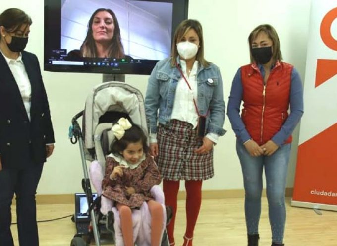 La cuellarana Maria Sanz lleva a las Cortes la demanda de más fondos para investigar la GNAO1