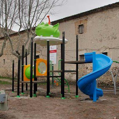 El Ayuntamiento abrirá esta tarde la nueva zona infantil en el parque de Santa Clara