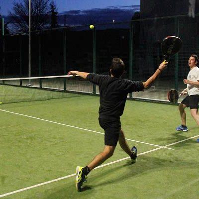 La Concejalía de Deportes planea crear una escuela de pádel y tenis